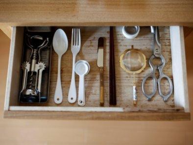 Ekstremno minimalistični domovi Japoncev: potrebuje se le ena žlica in le ene vilice.