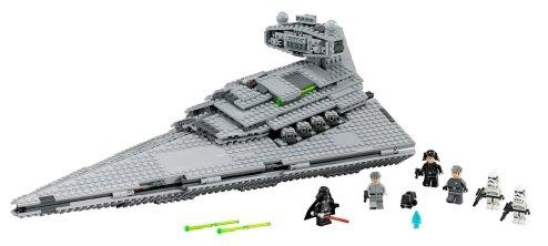 Bojevniška ladja iz Star Warsa vključuje tudi vse pomembne filmske figure. Zanjo boste odšteli približno 1.600 evrov.