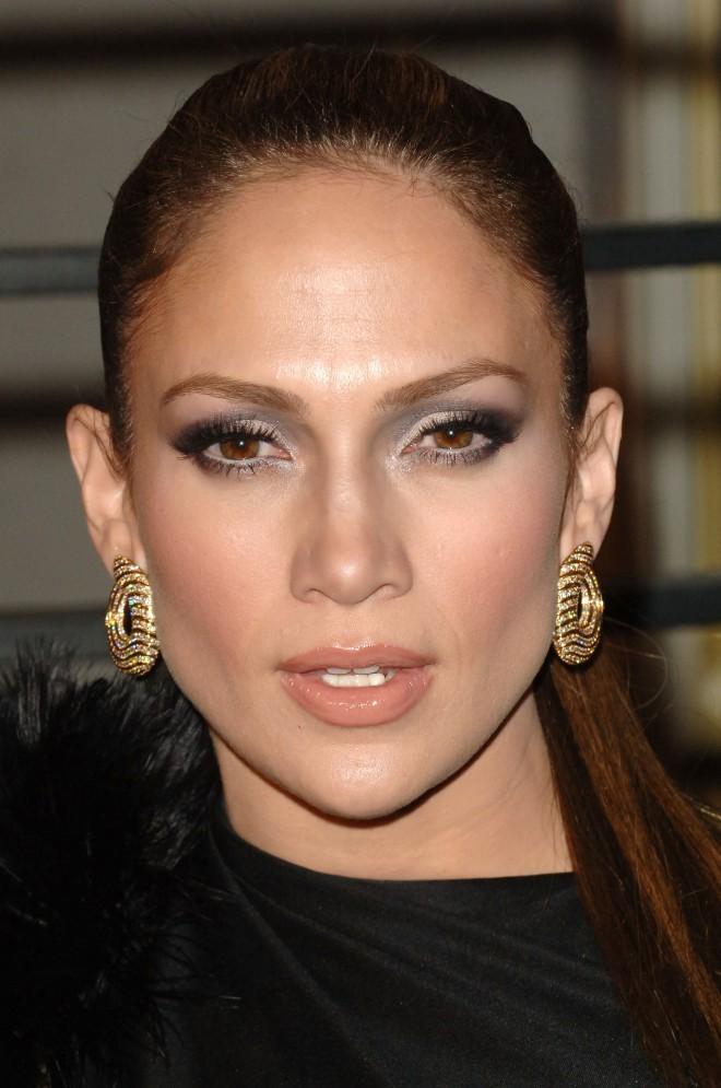 Jennifer Lopez: ustnice brez izstopajočih značilnosti