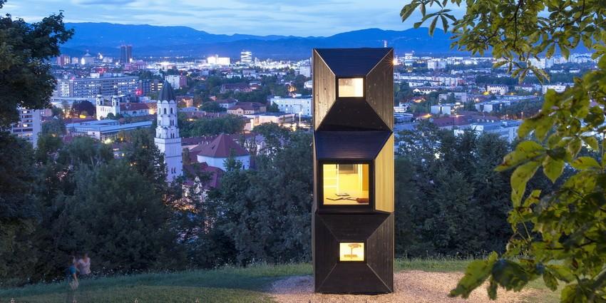 Lesena bivanjska samozadostna enota (OFIS arhitekti)