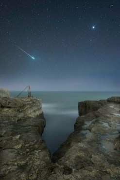 Komet nad otokom Portland na jugu Velike Britanije