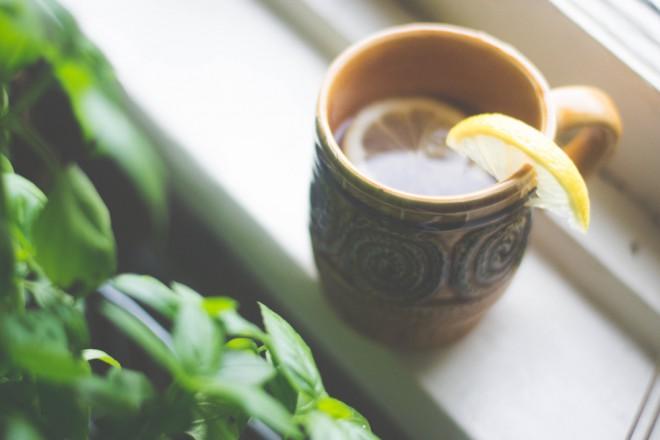 Gisele začne dan s skodelico vroče vode z limoninimi rezinami.
