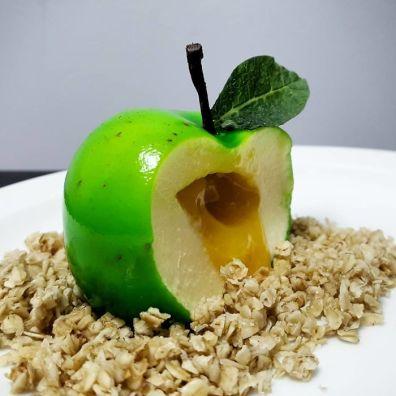 Sladica v obliki jabolka.
