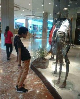 Ko v trgovini najdeš svojo dimezijo oblačil.