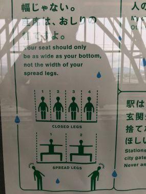 Plakat, ki kaže, kako pravilno sedeti.