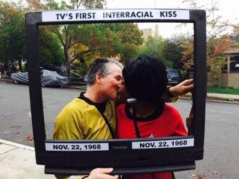 Star Trek: prvi 'medrasni' poljub