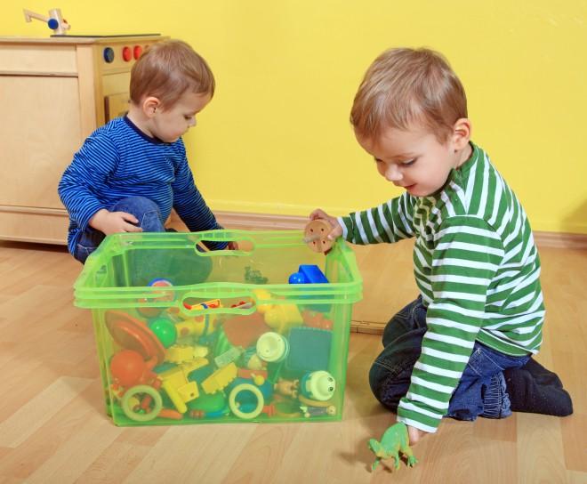 Iste igrače shranite v škatle