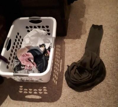 """""""Tako je mož odložil svoje hlače tik ob košaro z umazanim perilom."""""""