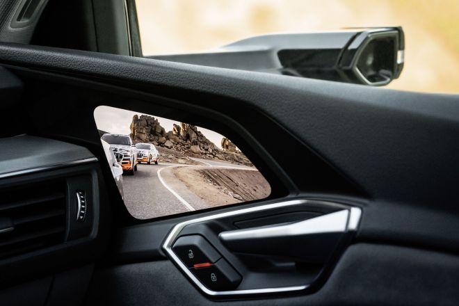 OLED v vratnih panelih bo zamenjal klasična stranska ogledala,