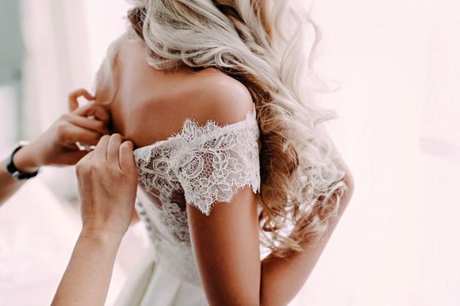 Nakupovanju poročne obleke posvetiš preveč ali premalo časa.