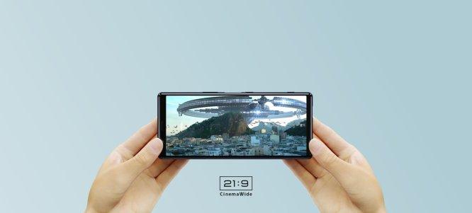 Zaslon Xperie 5 je primeren za gledanje filmov.