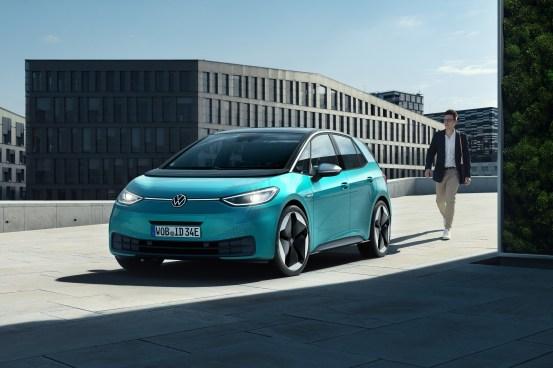 """To je prvi ljudski električni avtomobil, vstopna cena pod 30.000 evri brez subvencije pa """"ljudska""""."""