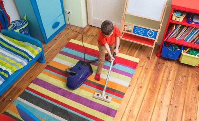 Občasna hišna opravila mu ne bodo prav nič škodila.