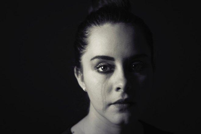 Nikomur ne bo pokazala svojih čustev, jokala in kričala bo v sebi.
