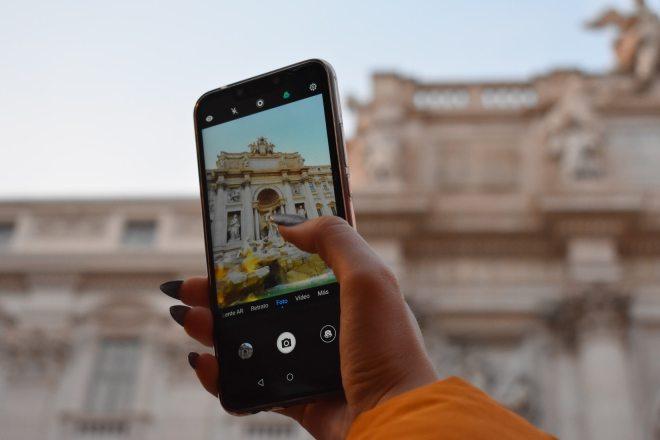 Na potovanjih se poiskušajte čim bolj izogibati uporabi telefona.