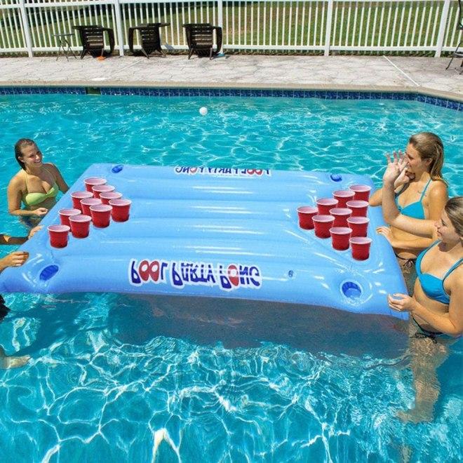 Igra Beer Pong na vodi