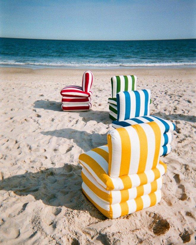 Blazinski stoli, ki vzbujajo razpoloženje poletne italijanske riviere