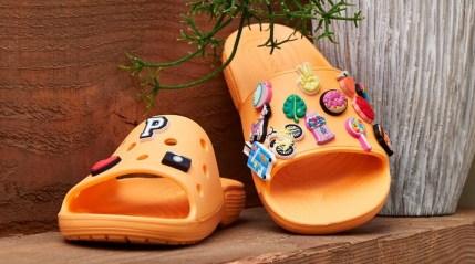 Crocs_Slide_OrangeXJibbitz