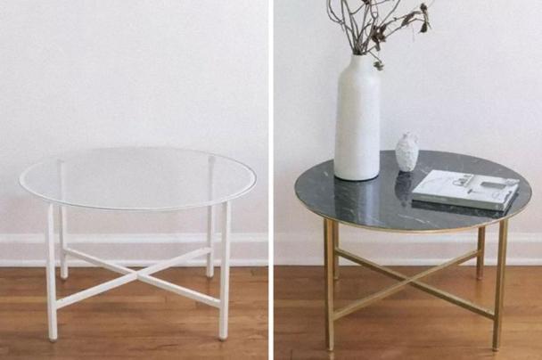 Če dodamo črni samolepilni trak z vzorci marmorja in zlate barve na mizico Vittsjö, dobimo tole! Foto: Boredpanda