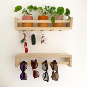 """""""Moj prvi IKEA trik, narejen s pomočjo legendarnih polic za začimbe Bekvam in nekaj magnetov."""" Foto: Boredpanda"""