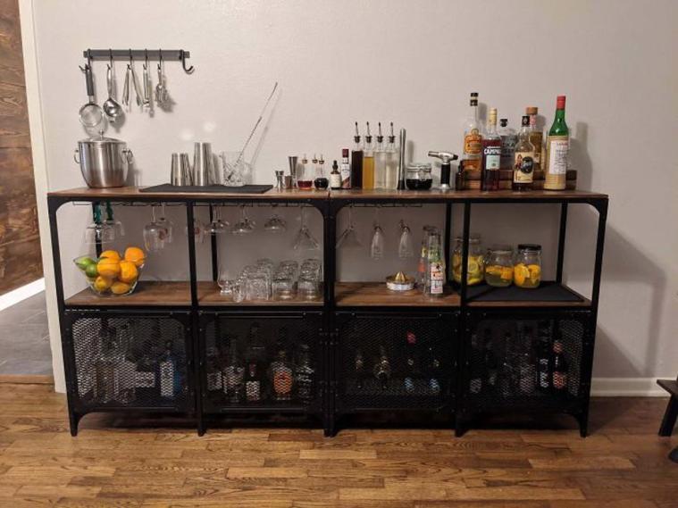 Hišni bar iz dveh regalov Fjallbo Foto: Boredpanda