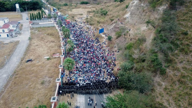 guatemala,-bastoni-contro-la-carovana-dei-migranti