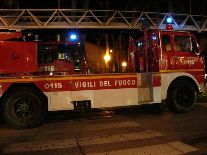 incendio-di-una-canna-fumaria-a-morozzo:-intervento-notturno-dei-vigili-del-fuoco
