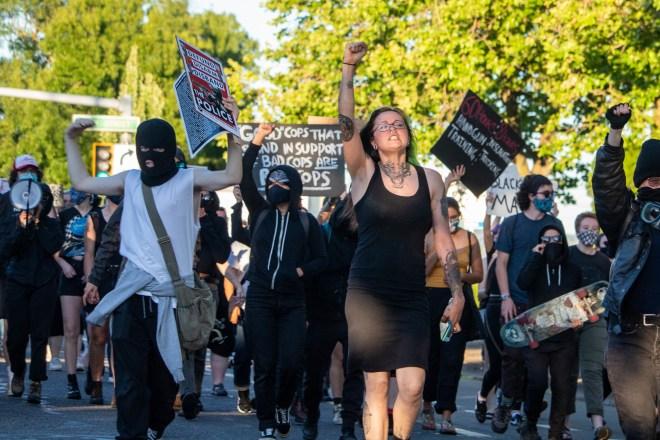 """la-woke-supremacy:-il-suprematismo-dei-""""risvegliati""""-e-oggi-il-piu-pericoloso-in-america-(e-non-solo)"""