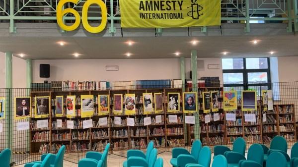 trinita:-in-biblioteca-la-mostra-per-l'anniversario-dei-60-anni-di-amnesty-international