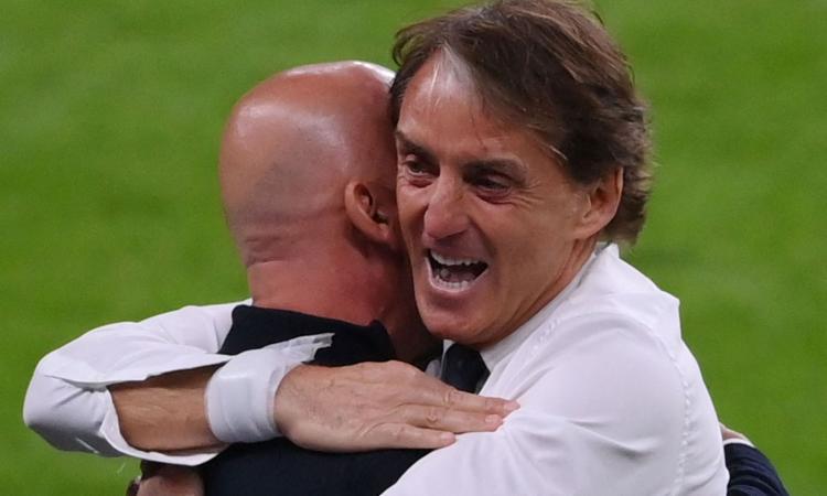 l'abbraccio-tra-vialli-e-mancini,-simbolo-dell'italia-che-lotta-e-immagine-di-un'amicizia-eterna