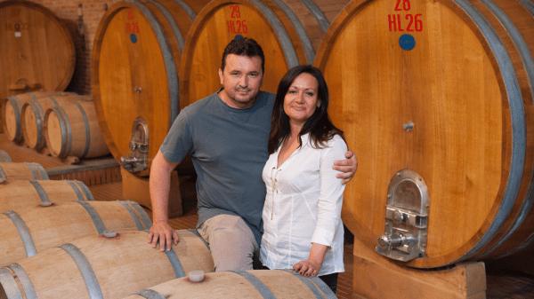 tra-le-colline-celebri-per-la-loro-storia-l'azienda-agricola-elvio-cogno-produce-i-grandi-vini-delle-langhe