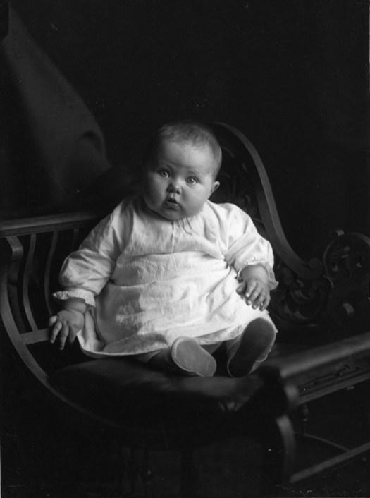Portrait from the Mortimer Burgess Colelction. City of Edmonton Archives, A85-137-58.