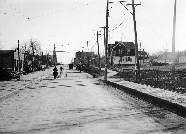 102nd Avenue, looking east, 1920. Buena Vista Building is on the distant right. City of Edmonton Archives, EA-10-1061.