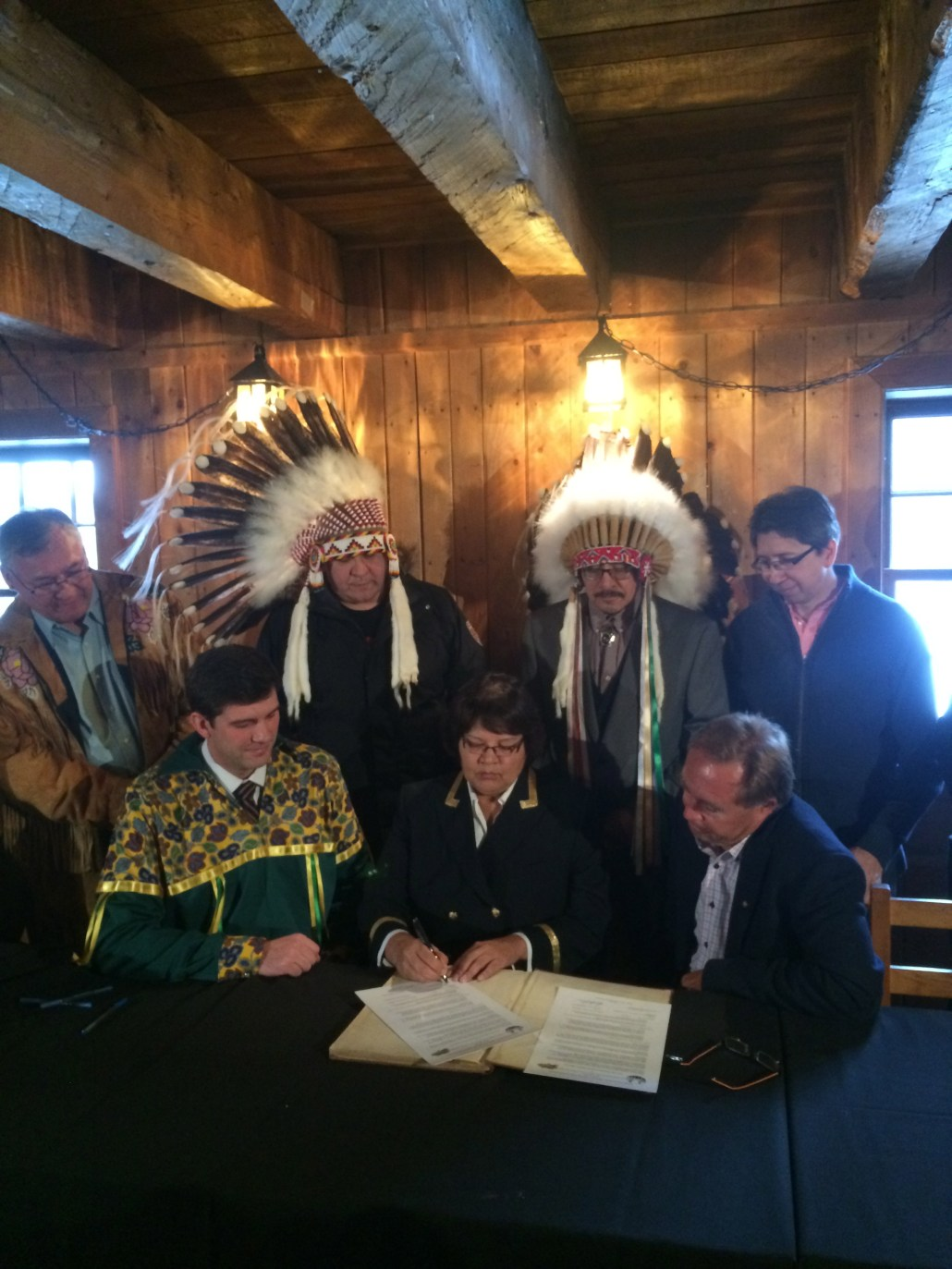Signing the memorandum of understanding with Treaty 6 and Fort Edmonton Park representatives. Image courtesy of the Mayor's Office.