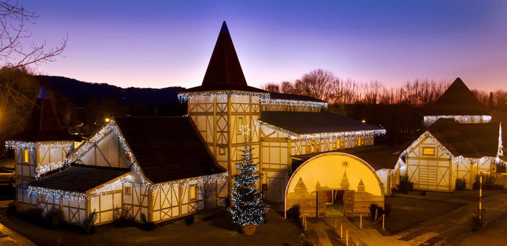 A Milano Il Villaggio Di Natale Più Grande Ditalia Un Mega