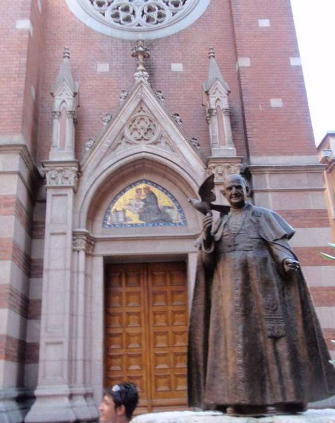 The statue of Pope John XXIII