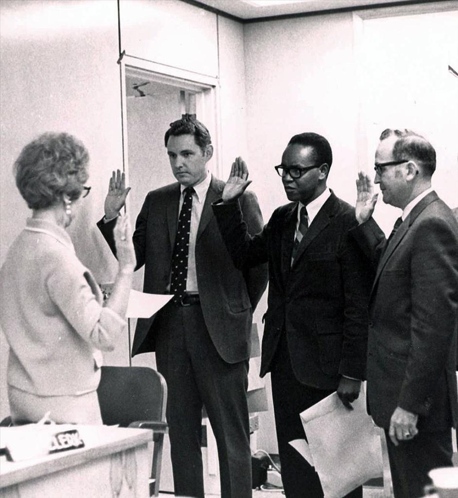 Tacoma's Harold Moss is sworn into office