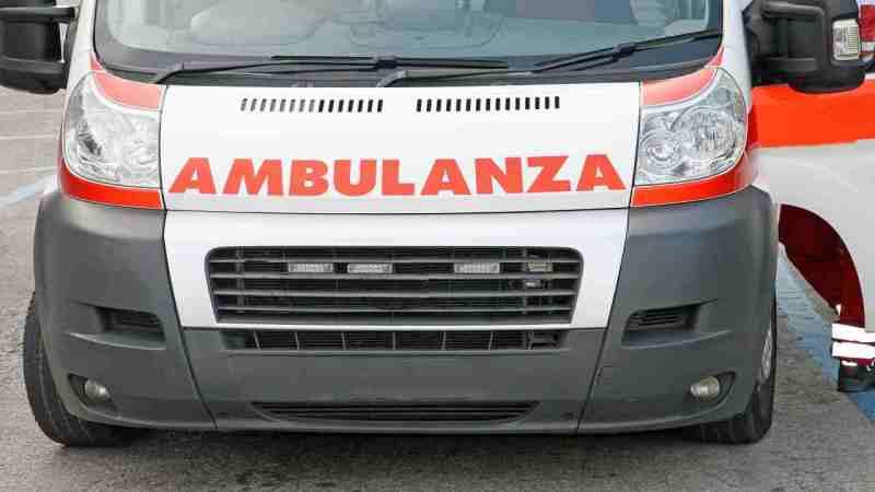 scontro-tra-ambulanza-e-camion-in-mattinata:-morto-il-paziente-a-bordo-del-mezzo