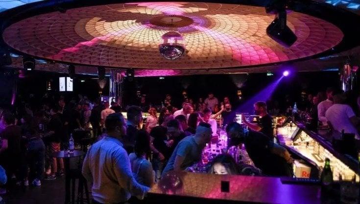 in-discoteca-senza-distanza-ma-con-la-mascherina:-il-5-giugno-via-ai-test-a-gallipoli-e-milano