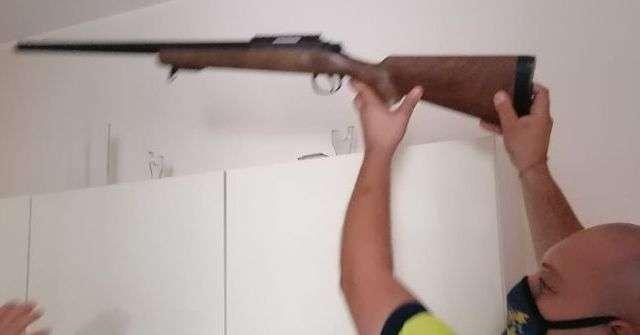 fucile-e-pugnali-nella-casa-confiscata-al-clan