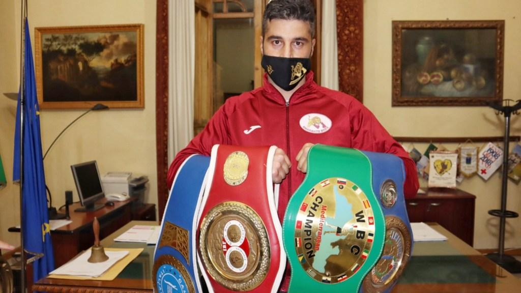 boxe,-il-reggino-francesco-versaci-difende-il-titolo-dei-massimi-leggeri:-e-polemica-sul-pareggio-contro-faraoni