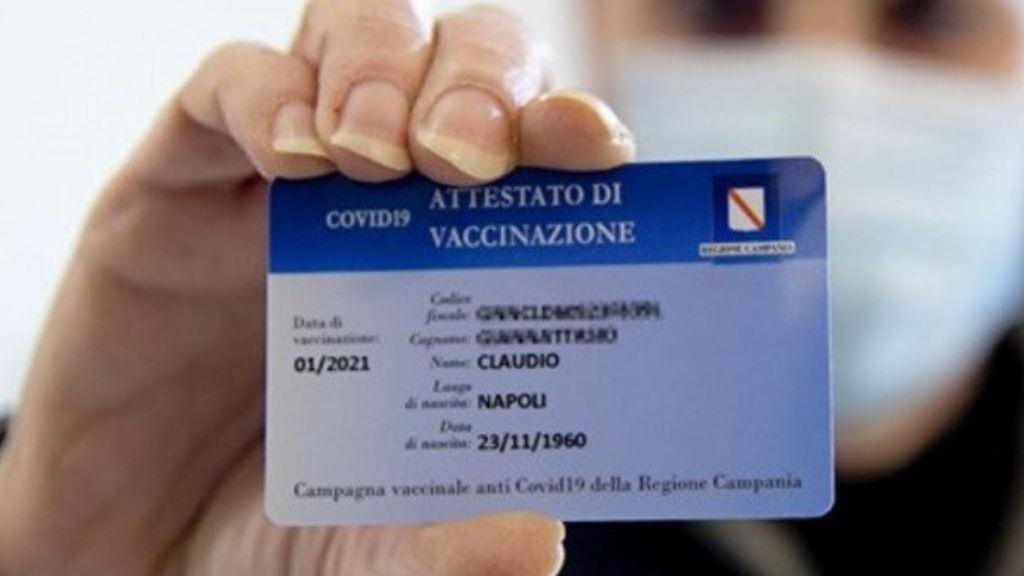 green-pass,-de-luca-firma-l'ordinanza:-«in-campania-hotel,-spettacoli-e-matrimoni-solo-con-il-certificato»