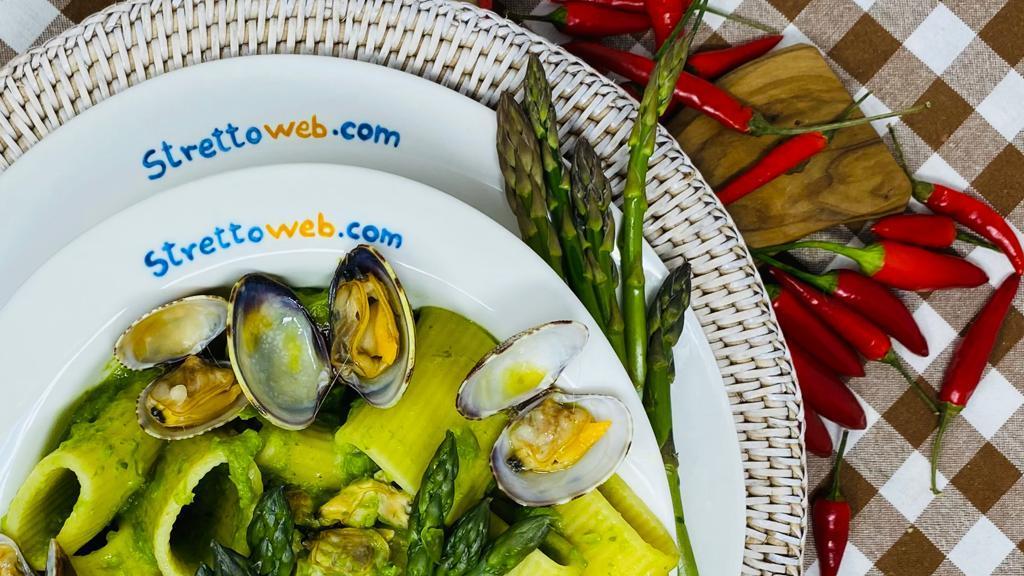 le-ricette-di-strettoweb-–-paccheri-agli-asparagi-e-vongole