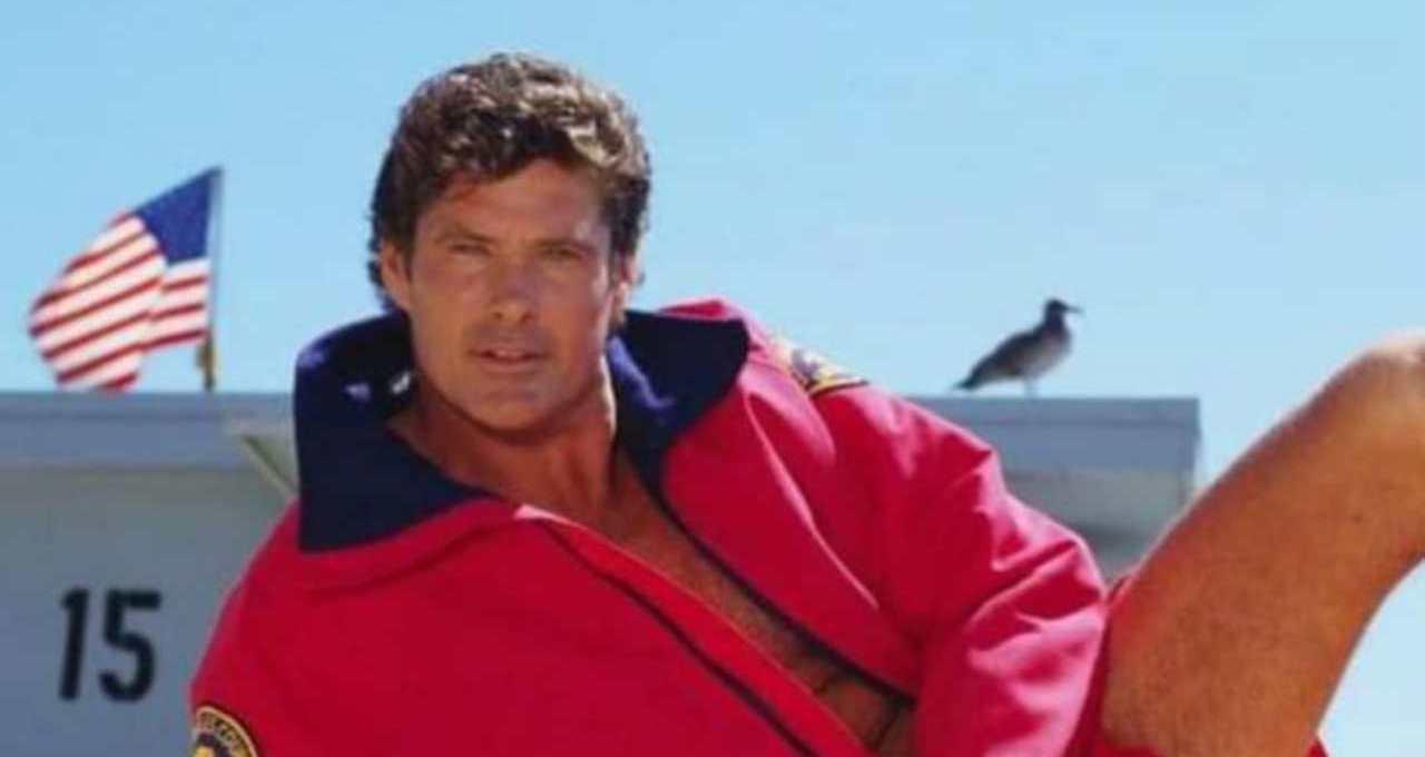 e'-stato-il-mitico-mitch-nella-famosa-serie-baywatch:-com'e-diventato-oggi-l'attore,-a-distanza-di-20-anni