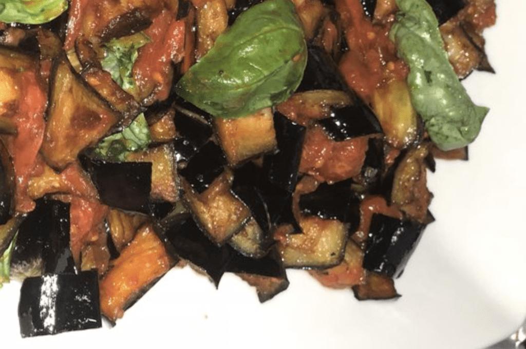 """melanzane-a-funghetto-al-forno,-velocissime-e-super-gustose:-""""cosi-non-vi-accorgete-della-differenza"""".-ecco-il-trucco"""