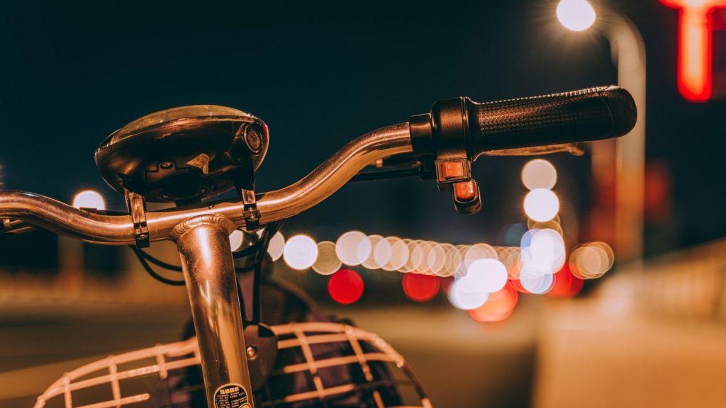 incidente-stradale,-anziano-ciclista-perde-la-vita:-nulla-da-fare-per-i-soccorsi
