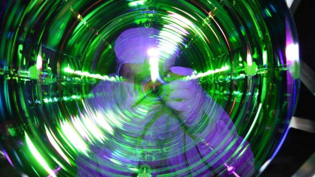 congelare-gli-atomi-di-un-oggetto-per-risolvere-il-piu-grande-problema-della-relativita-generale