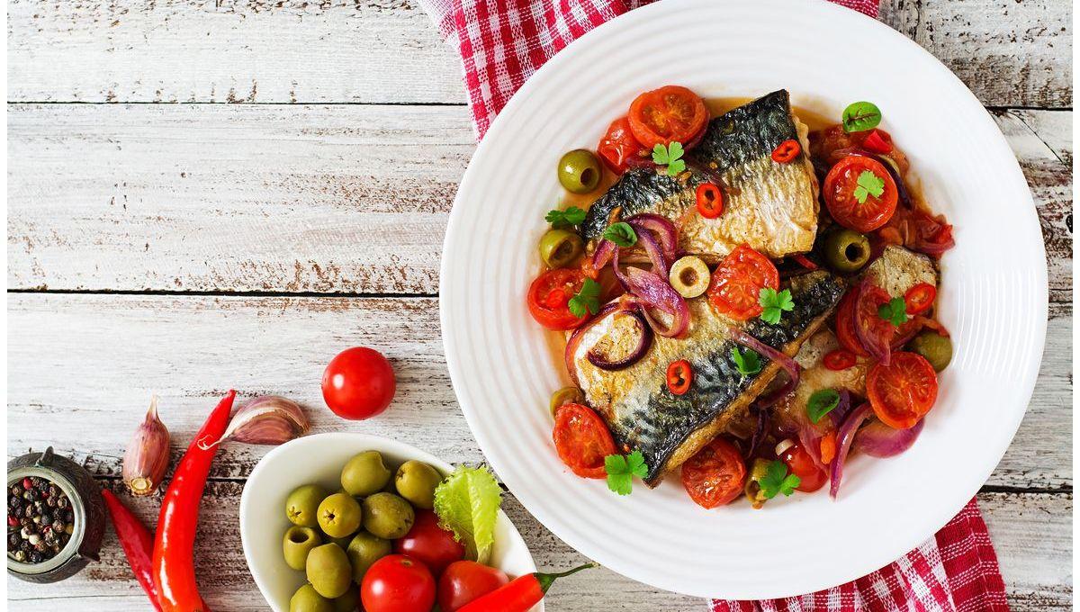 pesce-azzurro-alla-pizzaiola:-la-ricetta-con-lo-sgombro