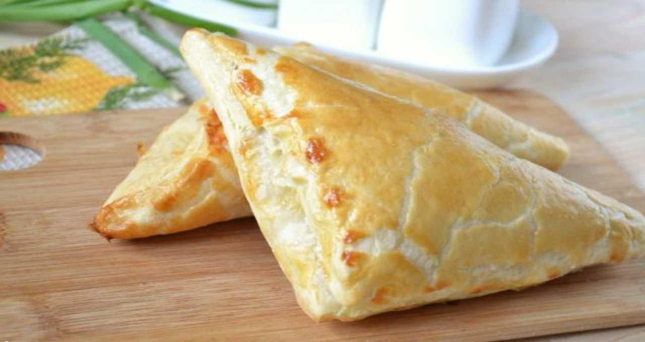 triangoli-di-sfoglia-con-salsiccia-fior-di-latte-zucca-e-provola