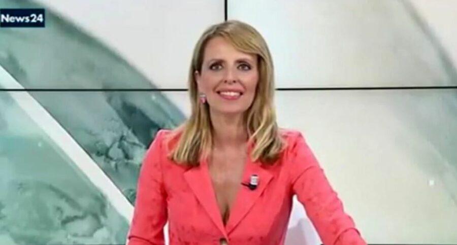 giornalista-di-rainews24-contestata-ieri-sera-durante-la-manifestazione-contro-il-green-pass-a-roma.